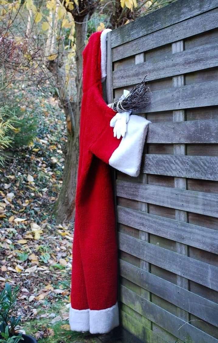 Der Nikolaus hängt zum Lüften
