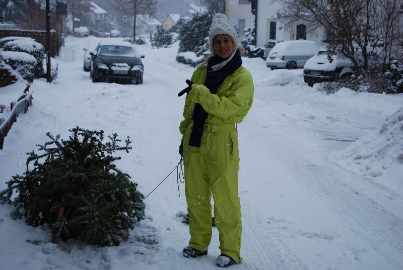 Carline mit der Trophäe Weihnachtsbaum.